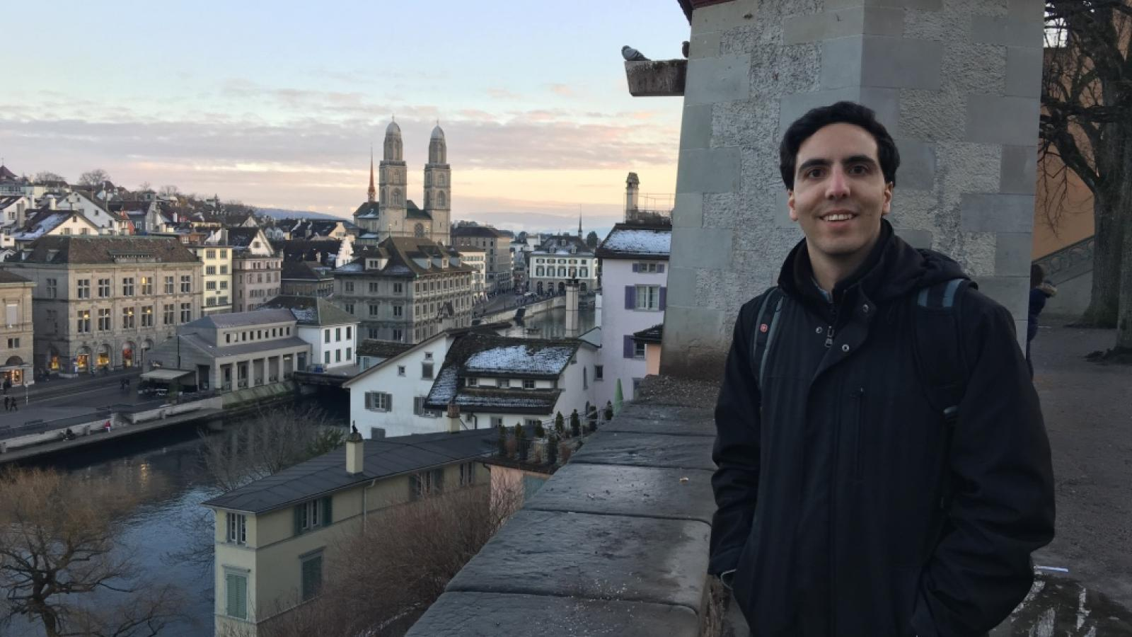 Elias Assaf doing research in Berlin